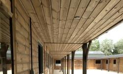 stable overhang